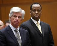 <p>Dr. Conrad Murray (R) stands next to his attorney J. Michael Flanagan during his hearing at a Criminal Court in Los Angeles, April 5, 2010. REUTERS/David McNew/Pool</p>