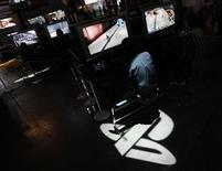 <p>A man plays Sony's PlayStation 3 game console as logo of Sony's PlayStation displayed at the Tokyo Game Show in Chiba, east of Tokyo September 24, 2009. REUTERS/Toru Hanai</p>