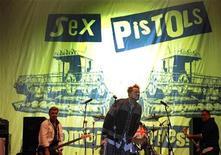 <p>Imagen de archivo de la banda Sex Pistols, cuyo antiguo manager murió recientemente en Viena. Sep 5 2008. Malcolm McLaren, el ex mánager y autoproclamado cerebro tras la icónica banda de punk británica Sex Pistols, falleció de cáncer en un hospital de Suiza a los 64 años, dijo su novia. REUTERS/Vincent West/Archivo</p>