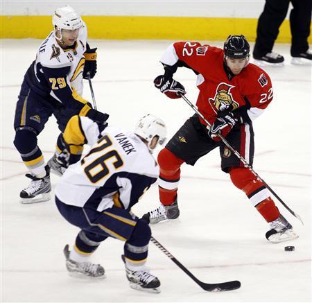 Vanek scores four goals as Sabres snap losing streak