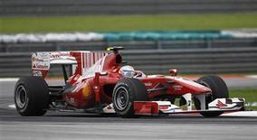 <p>Piloto da Ferrari Fernando Alonso durante corrida do Grande Prêmio da Malácia no circuito de Sepang. O piloto espanhol da Fórmula 1 disse nesta quinta-feira que a Ferrari não está excessivamente preocupada com o problema de motor que provocou o abandono do espanhol na última volta da competição. 04/04/2010 REUTERS/Vivek Prakash</p>