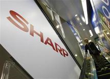 <p>Imagen de archivo del logo de Sharp Corp en una tienda electrónica en Tokio. Oct 29 2009. REUTERS/Kim Kyung-Hoon/ARCHIVO</p>