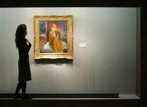 "<p>A woman looks at Paul Gauguin's painting ""Deux femmes"" at an exhibition in Hong Kong January 17, 2006. REUTERS/Paul Yeung</p>"