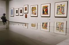 <p>Algunas de las 300 obras del pintor español Pablo Picasso en exhibición en el Museo de Arte Metropolitano de Nueva York, abr 19 2010. Una gran retrospectiva pondrá a prueba la regla de oro de los amantes del arte y los visitantes de museos: Pablo Picasso nunca envejece. REUTERS/Shannon Stapleton</p>