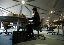 <p>A Japanese new graduate, who wishes to be called Shinji, uses a computer at Tokyo Metropolitan Government Labor Consultation Center in Tokyo in this April 8, 2010 file photo. REUTERS/Yuriko Nakao</p>