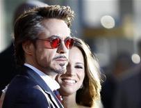 """<p>Ator Robert Downey Jr. e sua esposa Susan comparecem à estreia do filme """"Homem de Ferro 2"""" no teatro El Capitan em Hollywood. Downey Jr. ressurgiu em sua carreira para obter sucesso depois de superar um longo vício das drogas. 26/04/2010 REUTERS/Mario Anzuoni</p>"""