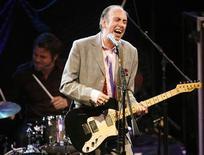 <p>Mick Jones performs at the 2008 NME Awards USA at El Rey theatre in Los Angeles April 23, 2008. REUTERS/Mario Anzuoni</p>