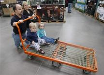 <p>Chris Kotzian (L) pushes a cart on a shopping trip with wife Barb (R) son Adam (lower L) and daughter Avery in Thornton, Colorado March 25, 2010. REUTERS/Rick Wilking</p>