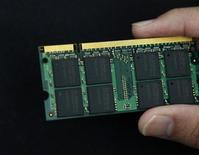 <p>Foto d'archivio di un microchip. REUTERS/Nicky Loh (TAIWAN BUSINESS SCI TECH)</p>