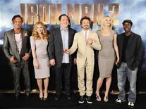 """<p>Imagen de archivo del elenco de """"Iron Man 2"""" durante una sesión fotográfica para la promoción de la película, en Los Angeles, California. Abr 23 2010. Cuatro mil millones de dólares en cuatro meses, cuatro años consecutivos. Esas son cifras que pueden hacer que el ego del """"Iron Man"""" Tony Stark aumente mucho más. REUTERS/Gus Ruelas/ARCHIVO</p>"""