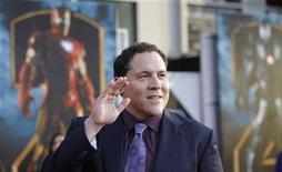 """<p>Foto de archivo: el director de """"Iron Man 2"""", Jon Favreau, saluda a su llegada a la premiere de la película en Hollywood, California, abr 26 2010. REUTERS/Mario Anzuoni (UNITED STATES)</p>"""