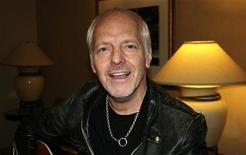 <p>Peter Frampton em hotel de Nova York. Ao completar 60 anos, Frampton diz sentir que reencontrou o pique criativo que fez dele um dos maiores nomes do rock. 26/04/2010 REUTERS/Steve James</p>