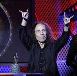 <p>Una immagine del mese scorso di Ronnie James Dio. REUTERS/Mario Anzuoni</p>