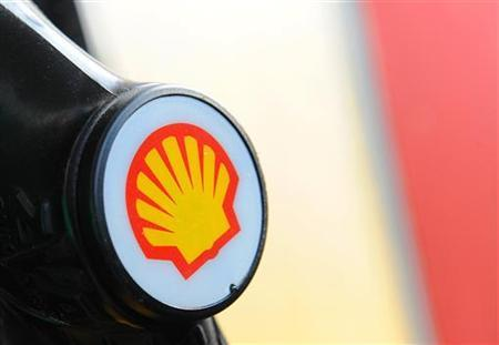 A Shell logo is seen on a pump at a petrol station in London April 28, 2010. REUTERS/Toby Melville