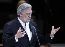<p>Spanish tenor Placido Domingo performs during a free concert in front of the Angel of Independence Monument in Mexico City, December 19, 2009. REUTERS/Eliana Aponte</p>