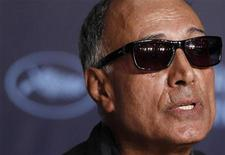<p>Il regista Abbas Kiarostami oggi in conferenza a Cannes. REUTERS/Jean-Paul Pelissier (FRANCE - Tags: ENTERTAINMENT)</p>