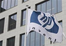 <p>Imagen de archivo del logo HP, es visto afuera de sus oficinas de Bélgica, en Diegem. Ene 12 2010. Hewlett-Packard está extendiendo una revisión voluntaria de computadoras portátiles a causa del riesgo de incendio por el sobrecalentamiento de las baterías, dijeron el viernes la compañía y la Comisión de Seguridad de Productos para el Consumidor de Estados Unidos. REUTERS/Thierry Roge/ARCHIVO</p>