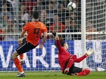 <p>Robin van Persie, da seleção holandesa, marcou dois gols no amistoso contra o México. 26/05/2010 REUTERS/Vincent Kessler</p>