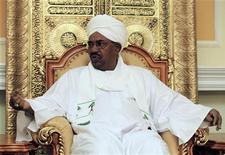 <p>الرئيس السوداني عمر حسن البشير في الخرطوم يوم 20 ابريل نيسان 2010. تصوير: محمد نور الدين - رويترز</p>