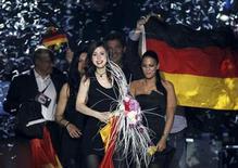 """<p>Lena Mayer-Landrut de Alemania celebra después de ganar la final del Festival de la Canción Eurovisión en Oslo. Mayo 29, 2010. La alemana Lena ganó el concurso musical Eurovisión el sábado con su canción """"Satellite"""", venciendo a otros 24 postulantes en la capital noruega. REUTERS/Cornelius Poppe/Scanpix Noruega (NORUEGA) FUERA DE NORUEGA. NO DISPONIBLE PARA USO COMERCIAL O EDITORIAL EN NORUEGA.</p>"""