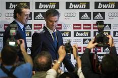 <p>Mourinho oggi viene ufficialmente presentato allo stadio Santiago Bernabeu di Madrid. REUTERS/Sergio Perez (SPAIN - Tags: SPORT SOCCER)</p>