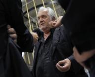 <p>El escritor Henning Mankell a su llegada al aeropuerto Landvetter, Suecia, jun 1 2010. Un reconocido escritor sueco, que estaba entre los activistas a bordo de una flotilla de embarcaciones capturadas por fuerzas israelíes en ruta a la Franja de Gaza, dijo no tener remordimientos por atraer la atención del planeta a la situación en la zona. REUTERS/SCANPIX/Kod 9200</p>