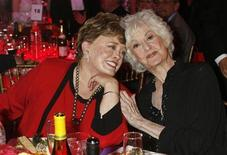 """<p>Actresses Rue McClanahan (L) and Bea Arthur who starred in TV series """"The Golden Girls"""" pose at a taping of the 6th annual TV Land Awards in Santa Monica in this file photo from June 8, 2008. REUTERS/Fred Prouser</p>"""
