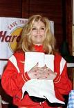 """<p>Певица Нэнси Синатра в кафе Hard Rock Cafe в Лос-Анджелесе держит знаменитую пару сапог, которые """"созданы для прогулок"""" (из песни """"These Boots Are Made for Walkin'""""), 12 марта 1996 года. 8 июня 1940 года родилась Нэнси Синатра, певица и актриса. Дочь певца Фрэнка Синатры.</p>"""