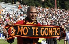 <p>Adriano foi recebido por 5 mil torcedores na Roma. REUTERS/Giampiero Sposito</p>