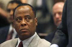 <p>Conrad Murray, médico de Michael Jackson, teve seu registro profissional mantido nos EUA. REUTERS/Mark Boster/Pool</p>