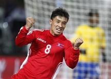 <p>Ji Yun-nam da Coreia do Norte comemora gol durante jogo contra o Brasil pelo Grupo G da Copa do Mundo. A Coreia do Norte não conseguiu a vitória que previa de forma confiante contra o Brasil, mas conquistou um triunfo moral contra os pentacampeões do mundo na terça-feira. REUTERS/Kai Pfaffenbach</p>