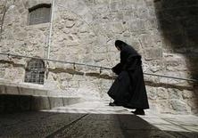 <p>A nun walks in Jerusalem's Old City near the Church of the Holy Sepulchre March 31, 2010. REUTERS/Ammar Awad</p>