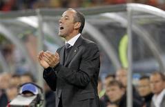 <p>Técnico de Camarões Paul Le Guen deixou a seleção após três derrotas na Copa. REUTERS/Michael Kooren</p>