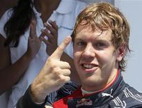<p>Vettel comemora vitória. O piloto da Red Bull Sebastian Vettel venceu o Grande Prêmio da Europa neste domingo, enquanto Lewis Hamilton, da McLaren, ficou em segundo pelo terceiro ano consecutivo e conseguiu aumentar a sua vantagem na liderança do campeonato.27/06/2010.REUTERS/Juan Medina</p>