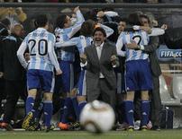 <p>O técnico Diego Maradona e jogadores da Argentina comemoram gol contra o México. REUTERS/Ivan Alvarado</p>