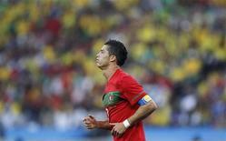 <p>Нападающий сборной Португалии Криштиану Роналду во время матча против команды Бразилии, 25 июня 2010 года. Сборные Испании и Португалии встретятся в 1/8 финала чемпионата мира по футболу во вторник. REUTERS/Kai Pfaffenbach</p>
