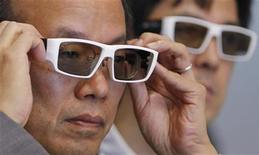 <p>Visitors look through 3D glasses at the 3D and Virtual Reality Expo in Tokyo June 23, 2010. REUTERS/Yuriko Nakao</p>