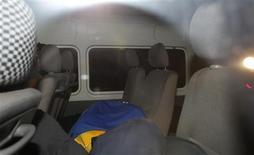 <p>A person is seen hidden under a jacket as members of socialite Paris Hilton's entourage leave a court in Port Elizabeth, July 2, 2010. REUTERS/Rogan Ward</p>
