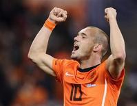 <p>Wesley Sneijder da seleção holandesa, depois de derrotar o Uruguai nas semifinais, está entre os jogadores que concorrem à Bola de Ouro da Copa do Mundo. 06/07/2010 REUTERS/Dylan Martinez</p>
