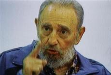 <p>Бывший кубинский лидер Фидель Кастро выступает на национальном телевидении, 12 июля 2010 года. Бывший кубинский лидер Фидель Кастро впервые за несколько лет появился на телеэкранах, чтобы предупредить о возможном начале мировой ядерной войны, если Запад продолжит конфронтацию с Ираном. REUTERS/Cuban Television</p>
