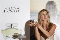 <p>Jennifer Aniston poses with her fragrance 'Jennifer Aniston' during its launch at Harrods in London July 21, 2010. REUTERS/Stefan Wermuth</p>