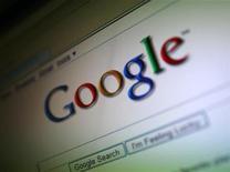<p>Foto de archivo de logo de la compañía Google visto desda un ordenador en San Francisco, jul 16 2009. La posición dominante de Google en el mercado mundial de buscadores en Internet sufrió un ligero traspié en el segundo trimestre, después de su retirada del mercado chino, según la compañía de investigación Strategy Analytics. REUTERS/Robert Galbraith</p>