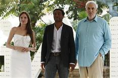 "<p>Actors Angelina Jolie (L), Chiwetel Ejiofor (C) and executive producer Phillip Noyce pose during the launch of their movie ""Salt"" in Cancun June 30, 2010. Reuters/Gerardo Garcia</p>"