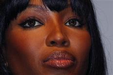 """<p>Imagen de archivo de la modelo británica Naomi Campbell, durante un evento de Louis Vuitton en París. Jun 1 2010. Naomi Campbell dará el jueves su testimonio sobre un """"diamante de sangre"""" en un juicio por crímenes de guerra contra el ex líder liberiano Charles Taylor, que según los fiscales le otorgó una gema obtenida en zonas de guerra a la supermodelo británica. REUTERS/Jacky Naegelen /ARCHIVO</p>"""