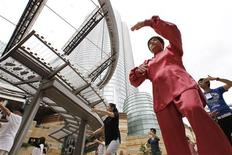 <p>People practice Tai Chi, a traditional Chinese form of martial arts, in early morning against a backdrop of Roppongi Hills building in Tokyo August 6, 2010. REUTERS/Yuriko Nakao</p>