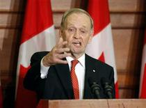 <p>Former Canadian Prime Minister Jean Chretien speaks following the unveiling of his official portrait in Ottawa May 25, 2010. REUTERS/Blair Gable</p>