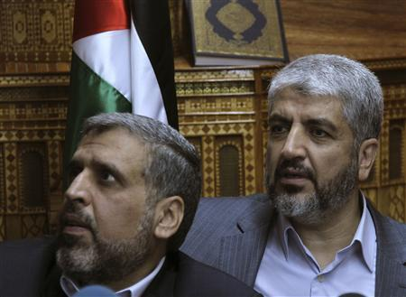 Hamas leader Khaled Meshaal (R) attends a meeting in Damascus with representatives of Palestinian organisations opposed to the resumption of peace talks between the Palestinians and Israel, August 15, 2010. REUTERS/Khaled al-Hariri