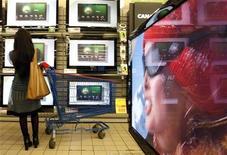 <p>Une commission de l'Organisation mondiale du Commerce (OMC) a donné lundi raison aux Etats-Unis, au Japon et à Taiwan dans le litige qui les oppose à l'Union européenne concernant des taxes sur des produits électroniques, notamment les écrans plats et les imprimantes. /Photo d'archives/REUTERS/Eric Gaillard</p>