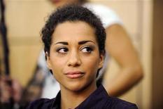 <p>La cantante alemana Nadja Benaissa, del grupo'No Angels', esperando el inicio de un juicio en Darmstadt. Ago 16 2010. Una cantante alemana acusada de exponer intencionadamente a tres hombres al riesgo de contraer VIH confesó haber tenido sexo sin protección luego de descubrir que tenía el virus, informaron el lunes autoridades. REUTERS/Boris Roessler/</p>