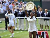<p>Serena Williams poses for photographers as she holds the winners trophy after defeating Russia's Vera Zvonareva (L) in the womens' singles final at the 2010 Wimbledon tennis championships in London, July 3, 2010. REUTERS/Toby Melville</p>